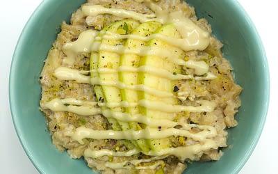 Porridge di mele e cannella